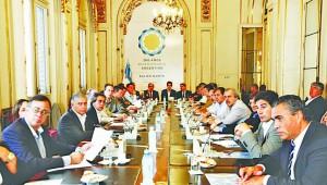 Intendentes del Conurbano fueron convocados para sumarse al acto de 25 de mayo